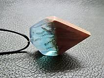 Náhrdelníky - Rozprávkový mach- Drevený prívesok modrý - 11103843_