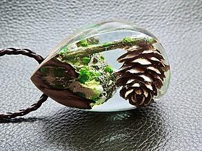 Náhrdelníky - Zamrznutá šiška- Drevený náhrdelník - 11103346_
