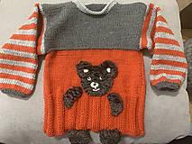 Detské oblečenie - Svetrík s mackom - 11103952_