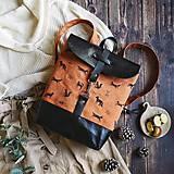 Batohy - Textilno-kožený batoh Hugo (Líštičky) - 11106870_