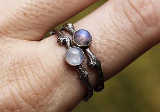 Prstene - Vetvičkový s mesačným kameňom a patinou - 11106155_