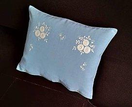 Úžitkový textil - Vyšívaný vankúš svetlomodrý - 11105218_