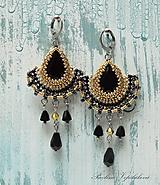 Náušnice - Visiace náušnice s brúseným  skleneným kameňom  Alexandra čiernozlaté - 11106193_