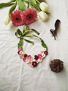 """Náhrdelníky - Háčkované náhrdelníky """"kvetuvanie"""" rôzne motívy (Ružovo- bordový) - 11107937_"""