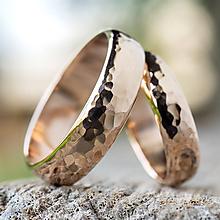 Prstene - Obrúčky srdcom tepané /polguľaté zo zlata/ - 11111035_