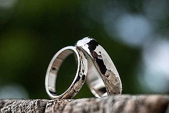 Prstene - Obrúčky srdcom tepané /polguľaté zo zlata/ (Biela) - 11111061_