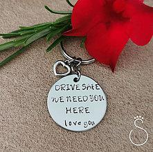 Kľúčenky - Kľúčenka s nápisom na želanie a srdiečkom - 11110435_