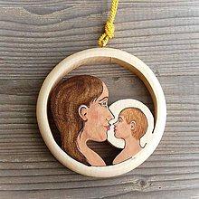 Dekorácie - Drevená dekorácia Matka a Dieťa - 11109970_