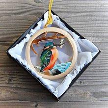 Dekorácie - Drevený Rybárik Závesná dekorácia - 11111168_