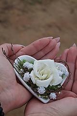 Dekorácie - Aranžmán : Srdce v dlani - 11112558_