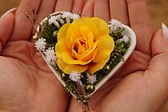 Dekorácie - Aranžmán : Srdce v dlani - 11112579_