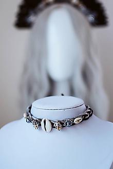 Náhrdelníky - Choker náhrdelník s mušličkami z kolekcie 𝕾𝖍𝖆𝖒𝖆𝖓 𝕳𝖆𝖑𝖑𝖔𝖜𝖊𝖊𝖓 - 11111847_
