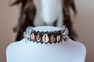 Náhrdelníky - Choker náhrdelník s mušličkami z kolekcie 𝕾𝖍𝖆𝖒𝖆𝖓 𝕳𝖆𝖑𝖑𝖔𝖜𝖊𝖊𝖓 - 11111953_