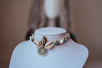 Náhrdelníky - Choker náhrdelník s mušličkami z kolekcie - 11112032_