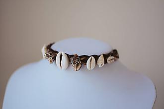 Náhrdelníky - Choker náhrdelník s mušličkami z kolekcie - 11112115_