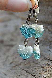 Náušnice - * Lístočkové náušnice zo sklenených korálok * - 11112554_