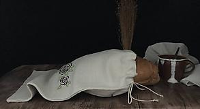 Úžitkový textil - Ľanové vrecko na chlieb a pečivo so strojovou výšivkou - 11113061_