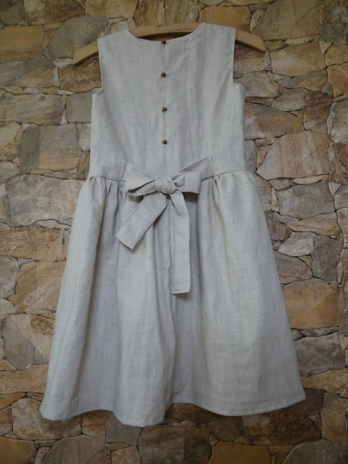 Ľanové dievčenské šaty