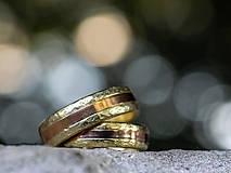 Prstene - Zlatá stredná cesta  /svadobné obrúčky/ - 11116803_
