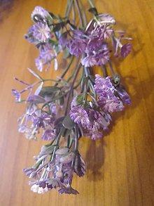 Dekorácie - Umelý nevestin závoj na aranžovanie,fialová - 11114693_
