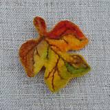 Odznaky/Brošne - ...plstená brošňa - jesenný list... - 11114741_