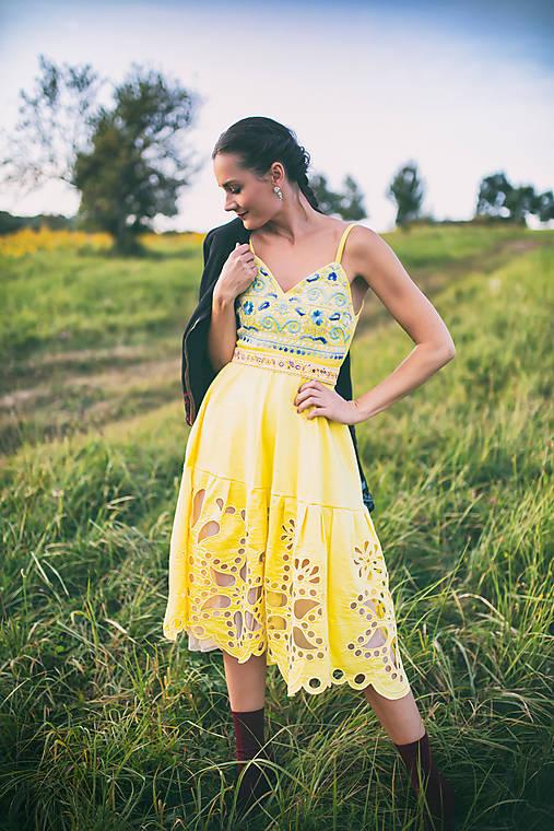 žlté vyšívané šaty Poľana