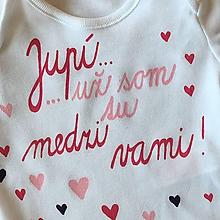 Detské oblečenie - Maľované body s pestrofarebným nápisom (Jupí...už som medzi vami) - 11114492_
