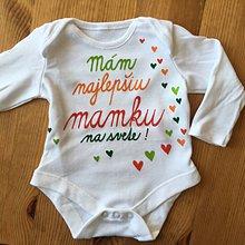 Detské oblečenie - Maľované body s pestrofarebným nápisom (Mám najlepšiu mamku na svete) - 11114500_