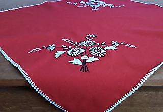 Úžitkový textil - Vyšívaný obrus - margaréty - 11115871_