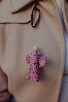 Odznaky/Brošne - Macrame brošňa anjel - 11119295_