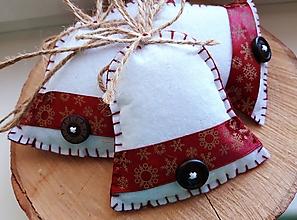 Dekorácie - Vianočné zvončeky s bordovou stuhou - 11120462_