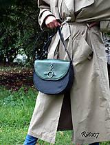 Kabelky - Ručně šitá kožená kabelka Emerald - 11121669_
