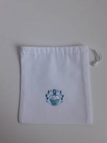 Úžitkový textil - Vrecúško s tyrkysovou výšivkou - 11125004_