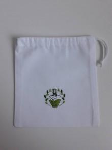 Úžitkový textil - Vrecúško so zelenou výšivkou - 11125102_