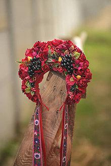 Ozdoby do vlasov - Folklórna svadobná kvetinová parta červená s hroznom - 11126433_