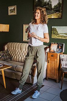 Iné oblečenie - Tepláky Olívia do voza (M - Vojenská zelená so zeleným patentom) - 11126076_