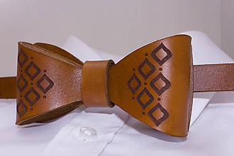 Doplnky - Svetlohnedý kožený motýlik - 11126356_