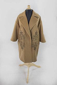 Kabáty - Kabát s folklórnou výšivkou - 11123999_
