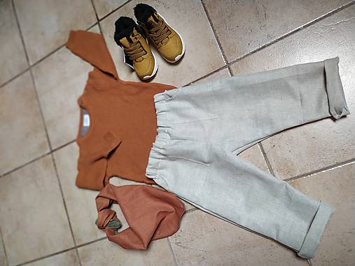Ľanové nohavice a šatka