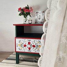 Nábytok - Ručne maľovaný stolík s rúžami - 11130099_