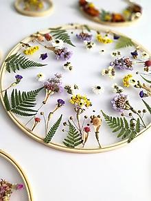 Dekorácie - Obraz vyšívaný kvetmi - 11130096_