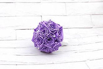 Kytice pre nevestu - Saténová kytica svadobná fialová ruže - 11128092_