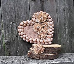 Dekorácie - srdce z orechových škrupiniek + darček - 11132329_