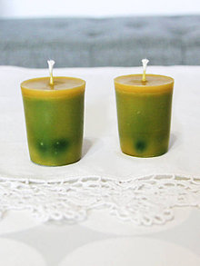 Svietidlá a sviečky - sviečka z včelieho vosku (zero waste) citrón/borovica (Zelená) - 11132982_