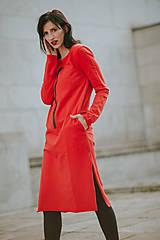 Šaty - FNDLK úpletové šaty 424 RVL midi s rozparkami - 11130352_
