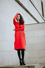 Šaty - FNDLK úpletové šaty 424 RVL midi s rozparkami - 11130357_