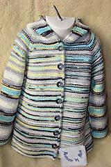 Pletený svetrík s kapucňou