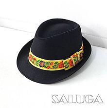 Čiapky - Folklórny klobúk - čierny - ľudový - žltá folklórna stuha - 11133020_