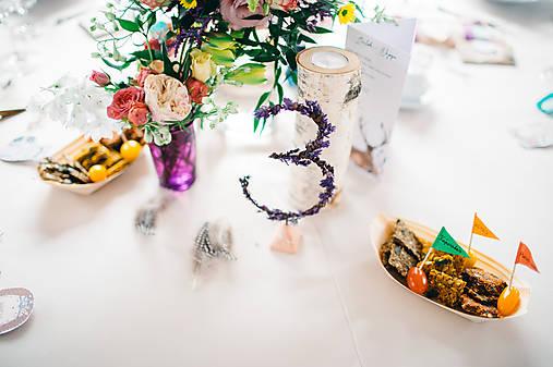 Levanduľové čísla na stôl
