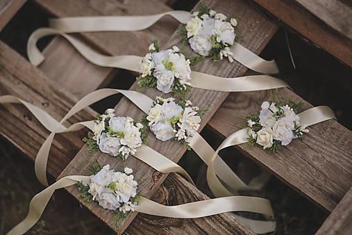 Kvetinový náramok pre družičky